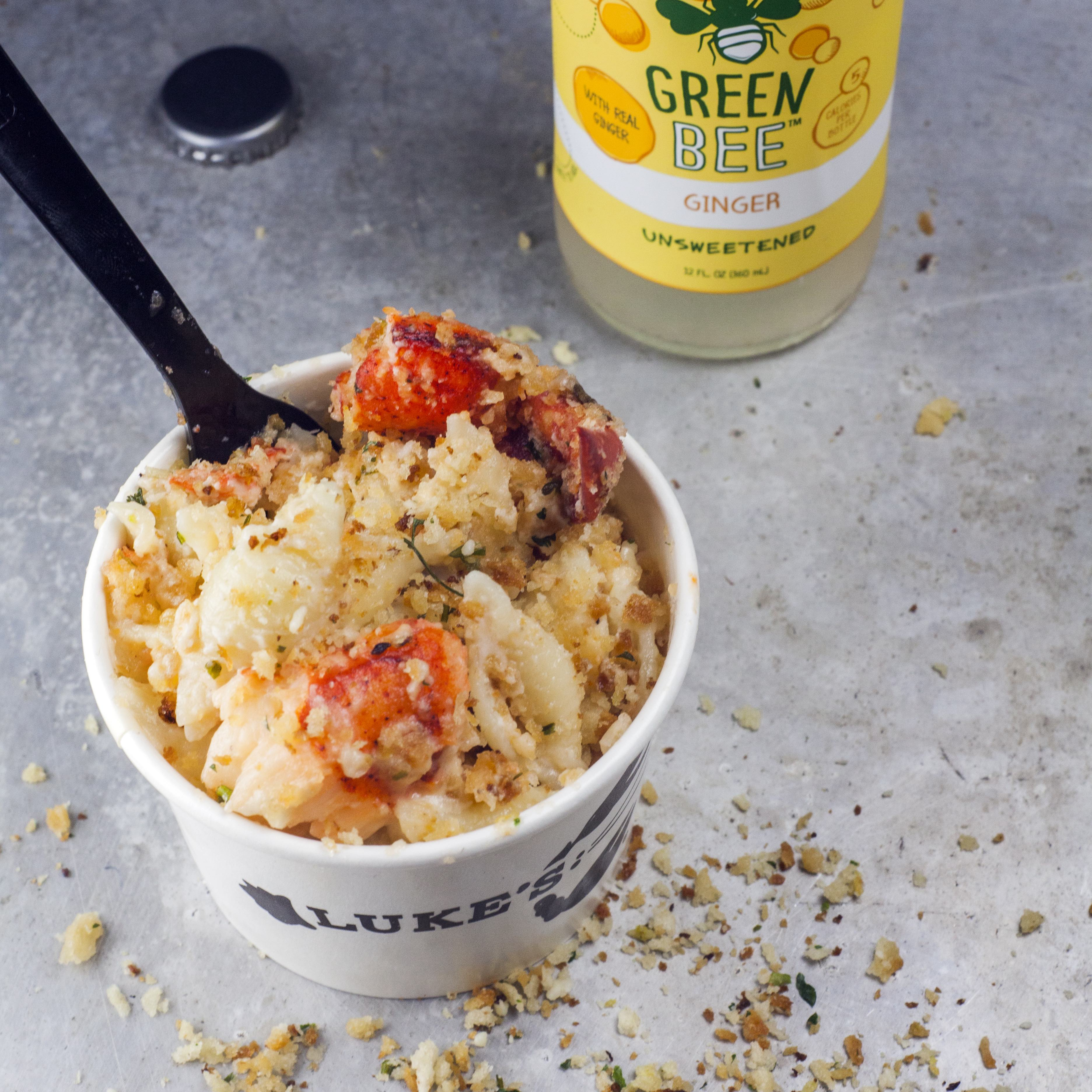 lobster mac and a drink