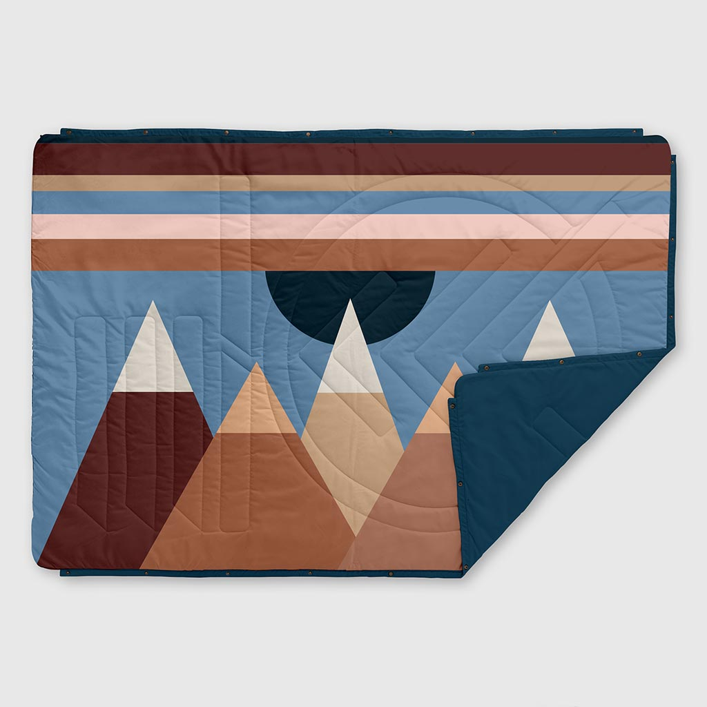 RECYCLED RIPSTOP OUTDOOR CAMPING BLANKET MONADNOCK 2